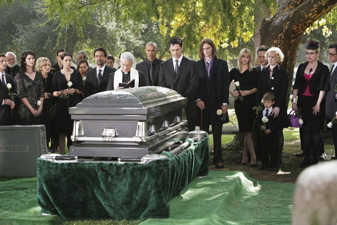 Nach dem schrecklichen Mord an Haley Hotchner, nehmen alle Abschied von ihr ... - Bildquelle: Adam Taylor 2009 ABC Studios. All rights reserved. / Adam Taylor