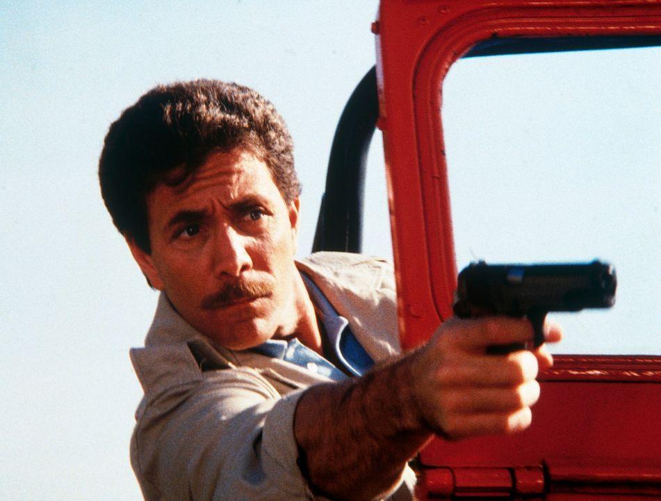Neben seinem Job als Chefsteward auf einem Luxusliner hat Rackam (Gary Wood) noch einen lukrativen Nebenberuf - als Schmuggler ...