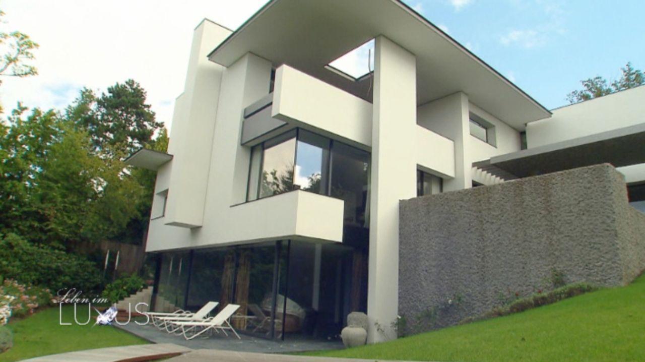 """Extravaganter geht es kaum: Das Luxus-Design-Haus """"SO-Haus"""" bei Stuttgart lässt mit seinen 2000 qm Grundstück und 640 qm Wohnfläche keine Wünsche of... - Bildquelle: Sat.1 Gold"""