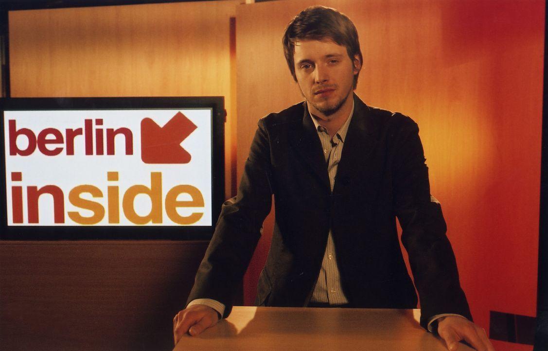 Der engagierte Journalist Chris (Arne Lenk) ist als Boulevard-Reporter wenig erfolgreich. Eines Tages stolpert er zufällig über eine Prinzessin auf... - Bildquelle: Volker Roloff ProSieben