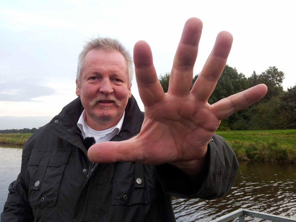 """2,05 m groß, 145 kg schwer, Hände so groß wie Bratpfannen und doch so sensibel: Tamme Hanken ist ein sogenannter """"Knochenbrecher"""". Der Ostfriese ist... - Bildquelle: SAT.1"""