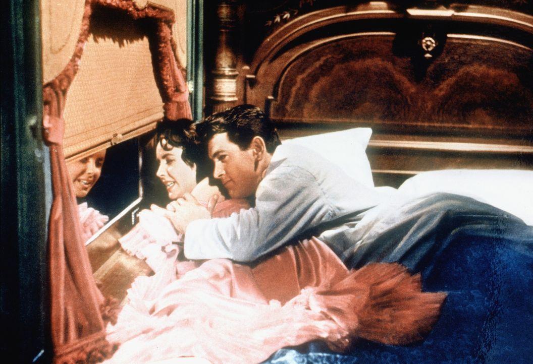 "Leslie Lynnton Benedict (Elizabeth Taylor, l.); Jordan ""Bick"" Benedict (Rock Hudson, r.) - Bildquelle: Warner Bros."