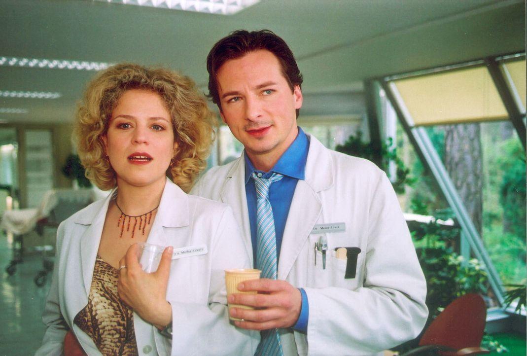 Nachdem Iris (Christiane Brammer, l.) erfährt, dass sie an Brustkrebs erkrankt ist, versucht sie einfach nur zu leben und wendet sich auch wieder Me... - Bildquelle: Noreen Flynn Sat.1