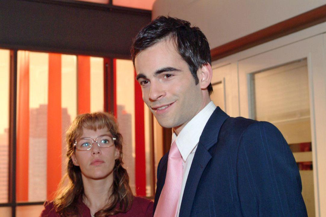 Lisa (Alexandra Neldel, l.) überrascht David (Mathis Künzler, r.) mit ihrem Geständnis, für ihn bereits tiefe Gefühle gehegt zu haben ... (Dieses Fo... - Bildquelle: Monika Schürle Sat.1
