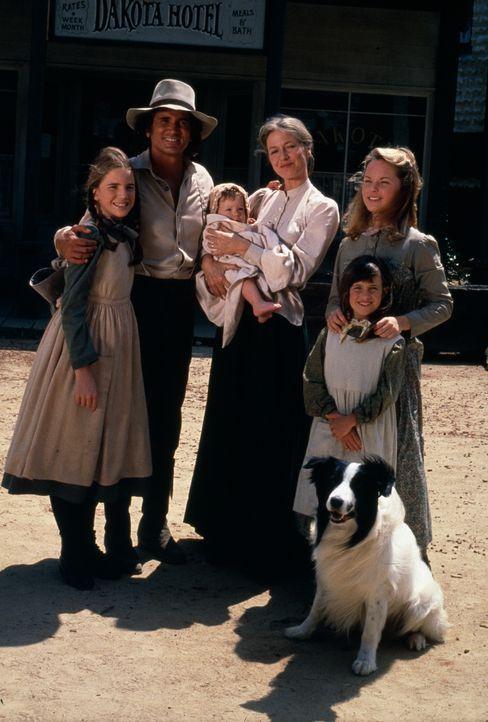 (v.l.n.r.) Laura Ingalls (Melissa Gilbert); Charles Ingalls (Michael Landon); Baby Grace Ingalls (Brenda Turnbaugh); Caroline Ingalls (Karen Grassle... - Bildquelle: 1974-1983 NBCUniversal All Rights Reserved