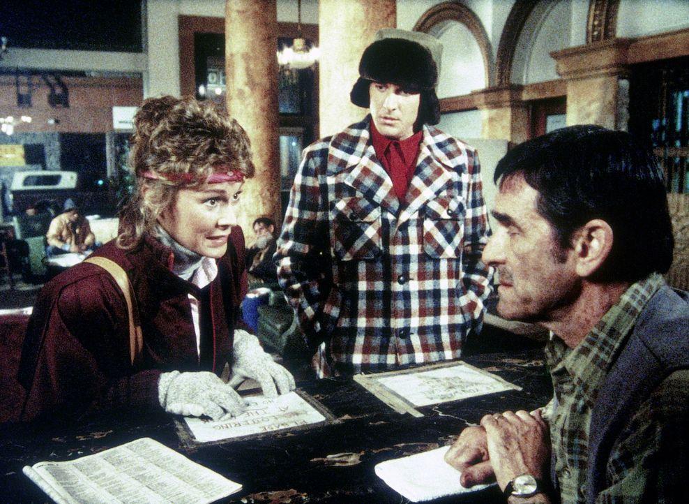 Amanda (Kate Jackson, l.) und Lee (Bruce Boxleitner, M.) beschließen, ein Zimmer in einem Stundenhotel zu mieten, in dem ein Mord stattfinden soll .... - Bildquelle: CBS Television