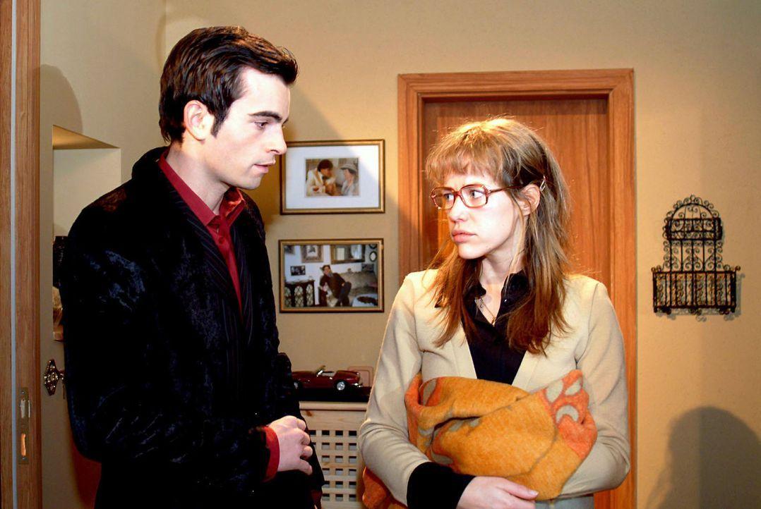Überraschend erhält Lisa (Alexandra Neldel, r.) Besuch von David (Mathis Künzler, l.) und glaubt, dass er gekommen ist, um sich zu entschuldigen. Do... - Bildquelle: Monika Schürle Sat.1