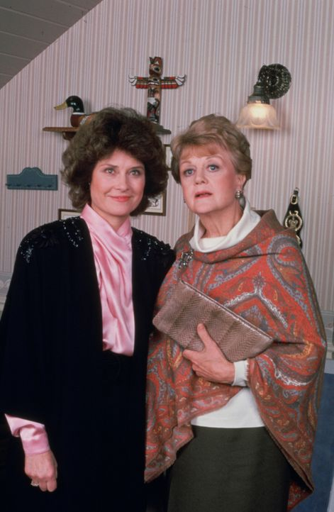 Der Mann von Eleanor Thane (Diane Baker, l.) wird ermordet aufgefunden. Jessica (Angela Lansbury, r.) will den Fall aufklären ... - Bildquelle: Universal Pictures