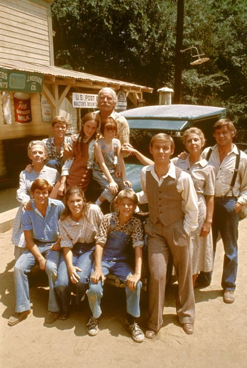 Die Waltons sind eine kinderreiche Familie. Zusammen leben sie in einem großen Haus auf einem Waldgrundstück in Walton's Mountain in den Blue Ridge... - Bildquelle: WARNER BROS. INTERNATIONAL TELEVISION