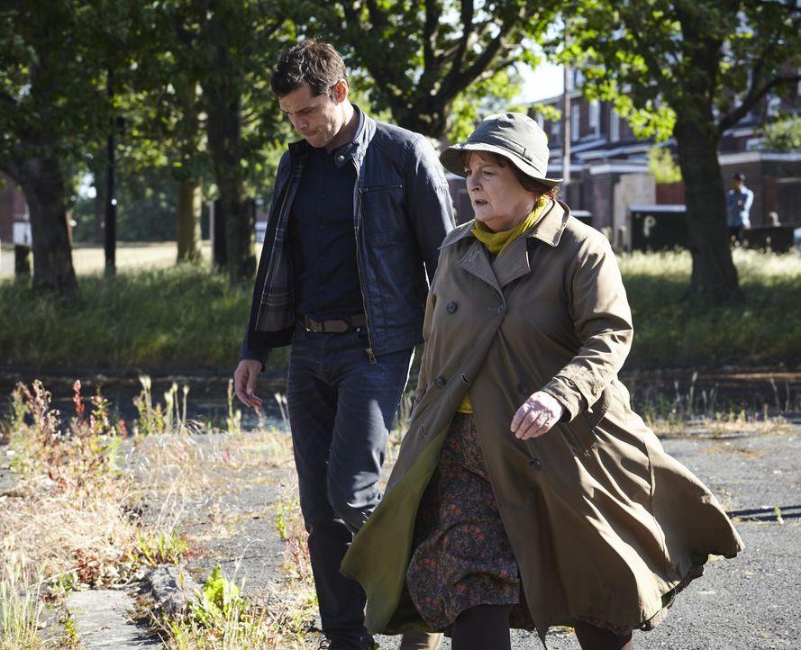 Aiden Healy (Kenny Doughty, l.); Vera Stanhope (Brenda Blethyn, r.) - Bildquelle: Helen Williams ITV Studios