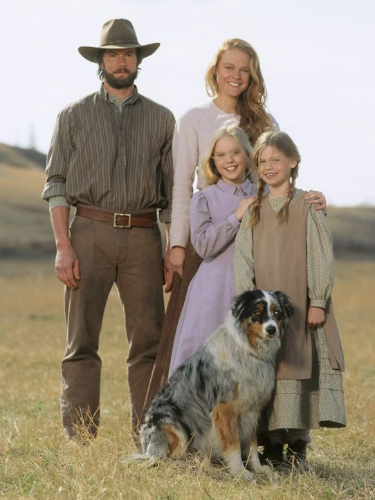 Charles Ingalls (Cameron Bancroft, l.), seine Frau Caroline (Erin Cottrell, hinten r.) und die beiden Töchter Laura (Kyle Chavarria, vorne r.) und M... - Bildquelle: ABC, Inc.