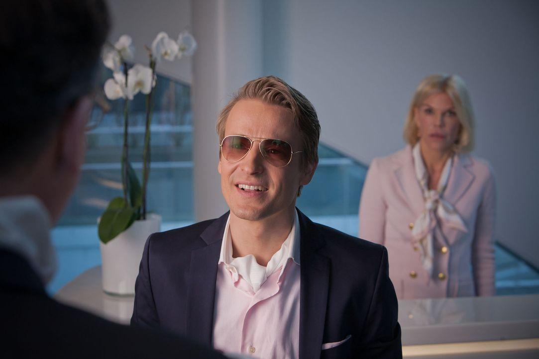 Schönheitsklinik wegen Steuerhinterziehung geschlossen, und auch Davids (Max von Pufendorf) Stelle als Oberarzt ist futsch! Jetzt gilt es, ganz schn... - Bildquelle: Conny Klein SAT.1