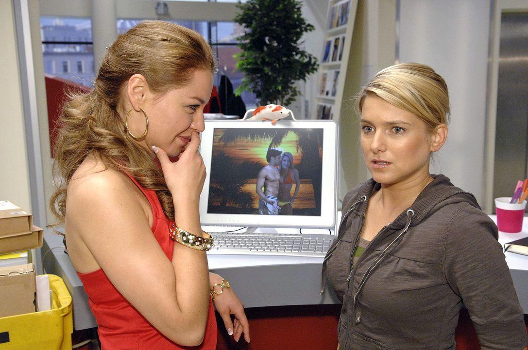 Anna ist geschockt, als sie realisiert, dass sich alle über sie lustig machen. v.l.n.r.: Katja (Karolina Lodyga), Anna (Jeanette Biedermann) - Bildquelle: Claudius Pflug Sat.1