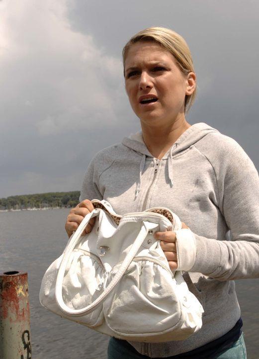 Anna (Jeanette Biedermann) rettet Katja in letzter Minute vor dem Ertrinken. Doch ihre Sorge gilt vor allem Jonas, den die Ereignisse der letzten Ze... - Bildquelle: Claudius Pflug Sat.1
