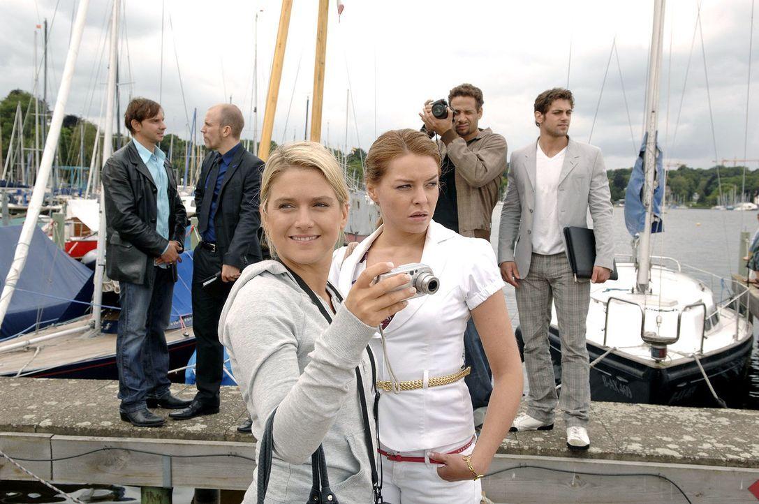 Bei der Locationsuche für das Shooting hat Anna eine ganz besondere Yacht entdeckt ... v.l.n.r.: Marc Bruno (Steven Merting), Gerrit (Lars Löllmann)... - Bildquelle: Claudius Pflug Sat.1