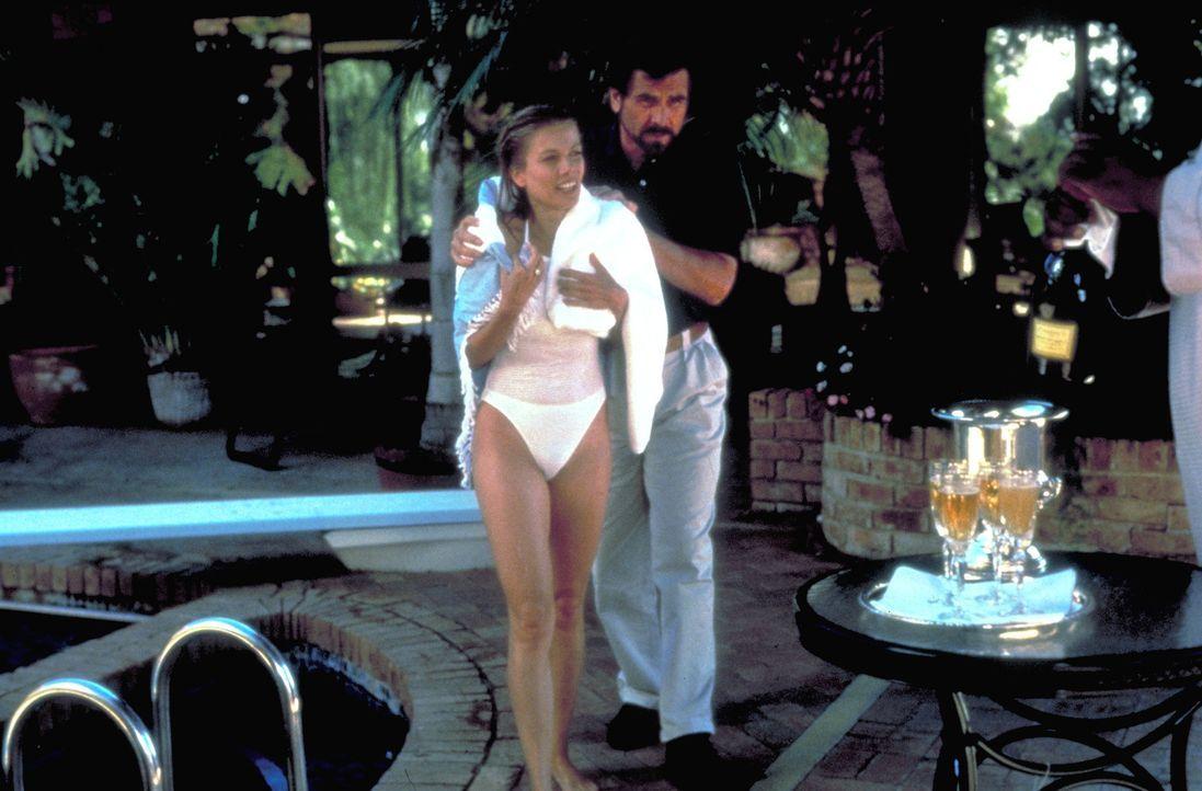 Elliott (James Brolin, r.) und Lisa (Ursula Karven, l.) scheinen eine glückliche Beziehung zu führen, doch Elliott empfindet immer noch mehr als nur... - Bildquelle: Columbia Pictures
