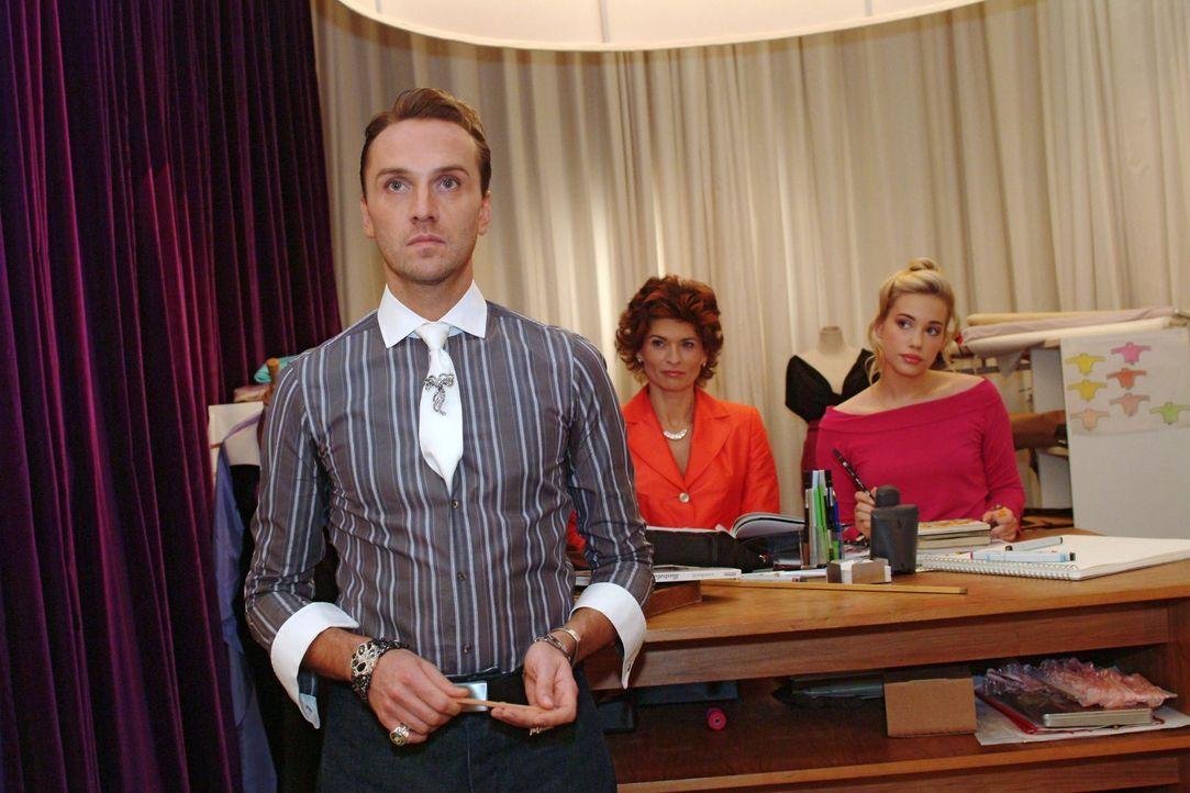Hugo (Hubertus Regout, l.) ist enttäuscht, dass Britta einen Abend zu dritt geplant hat. - Bildquelle: Monika Schürle Sat.1