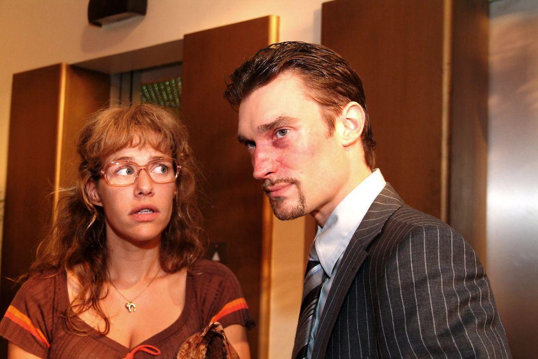 Lisa (Alexandra Neldel, l.) hat den Mut, Richard (Karim Köster, r.) zu widersprechen. (Dieses Foto von Alexandra Neldel darf nur in Zusammenhang mit... - Bildquelle: Monika Schürle Sat.1