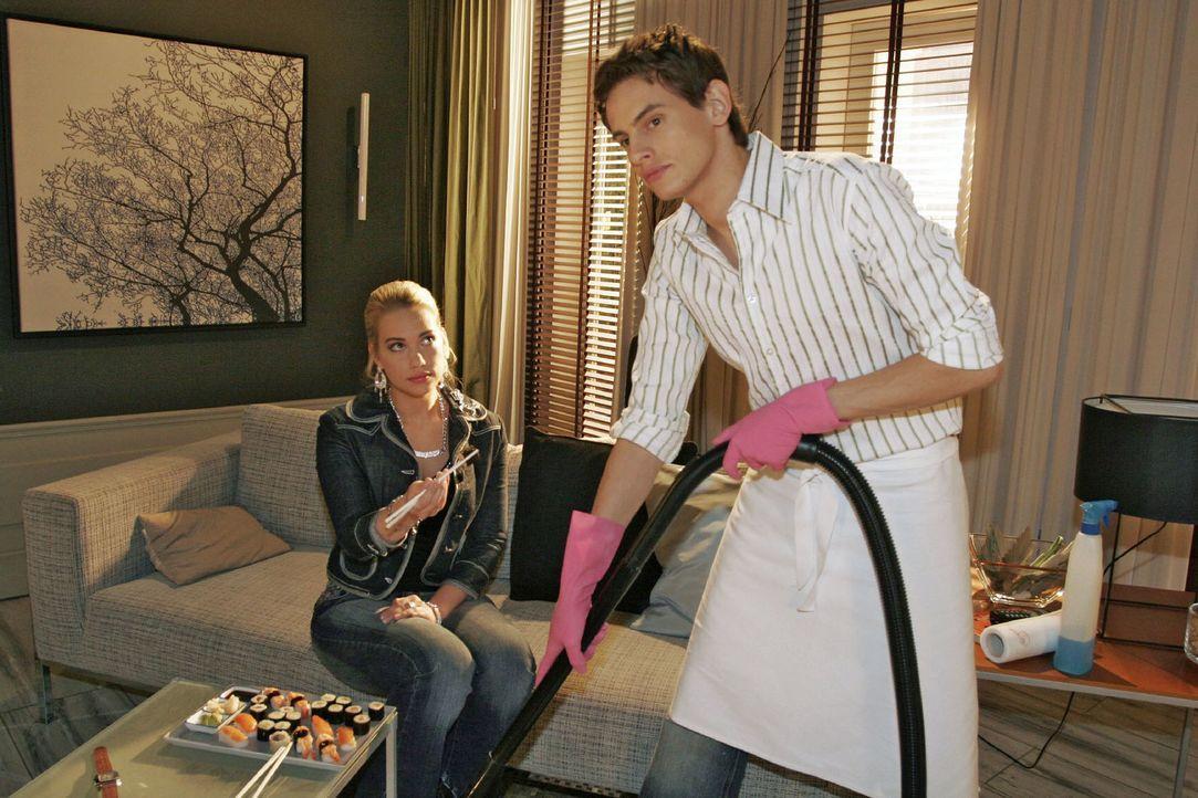 Kim (Lara-Isabelle Rentinck, l.) will sich mit Alex (Shai Hoffmann, r.) wieder versöhnen. - Bildquelle: Noreen Flynn Sat.1