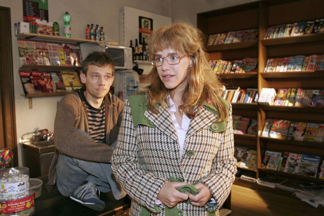 """Lisa (Alexandra Neldel, r.) forscht nach ihrem """"gewissen Etwas"""" - kann Jürgen (Oliver Bokern, l.) ihr dabei helfen? (Dieses Foto von Alexandra Nelde... - Bildquelle: Noreen Flynn Sat.1"""