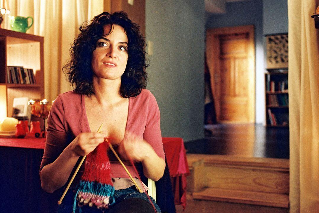 Marie (Natalia Wörner) versucht alles, damit Lena ein besonders schönes Weihnachtsfest hat. - Bildquelle: Gordon Mühle Sat.1