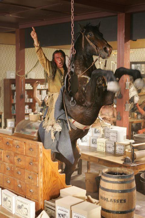 Der Kampf gegen die weißen Texaner wird von Häuptling Buffalo Hump (Wes Studi) auf eine neue Ebene gehoben ... - Bildquelle: 2006 CBS Broadcasting Inc. All Rights Reserved.