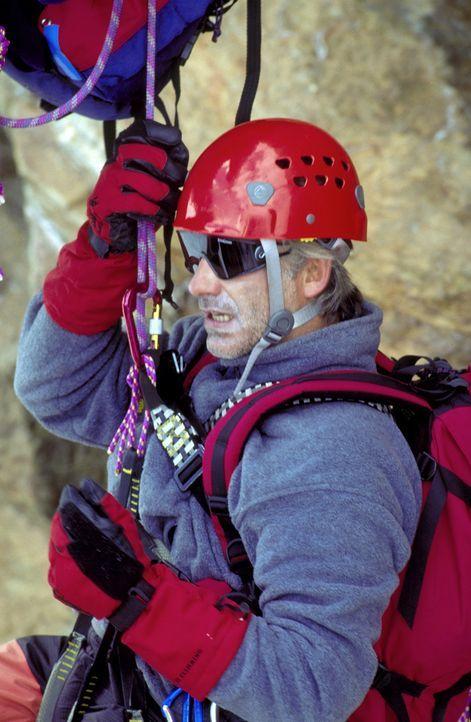 Der leidenschaftliche Bergsteiger Philipp Gabert (Christoph M. Ohrt) wird Opfer eines Anschlags ... - Bildquelle: Frank Lemm ProSieben