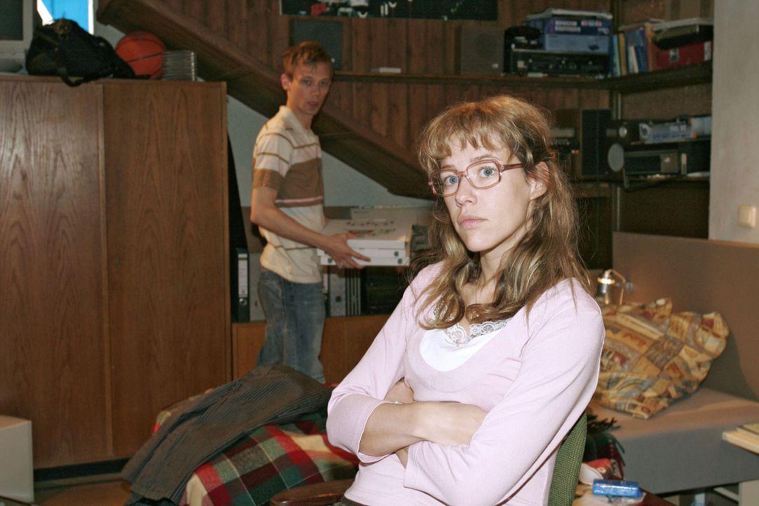 Lisa (Alexandra Neldel, r.) kann nicht fassen, dass Jürgen (Oliver Bokern, l.) auf Sabrina reingefallen ist - und nimmt sich vor, dieser ihre krimin... - Bildquelle: Noreen Flynn Sat.1