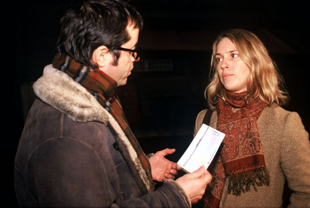 Kathrin (Anneke Kim Sarnau, r.) hofft auf die Hilfe von Anwalt Sebastian Hartmann (Jan Josef Liefers, l.). - Bildquelle: Volker Roloff Sat.1