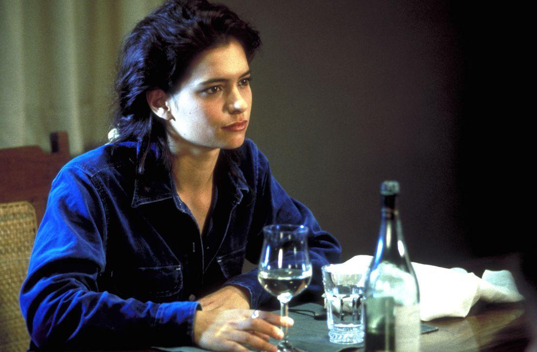 Anja (Sandra Speichert) ist unsterblich in den Restaurator Niko verliebt und zieht alle Register, um ihn für sich zu gewinnen ... - Bildquelle: Kurt Bauer ProSieben/Bauer