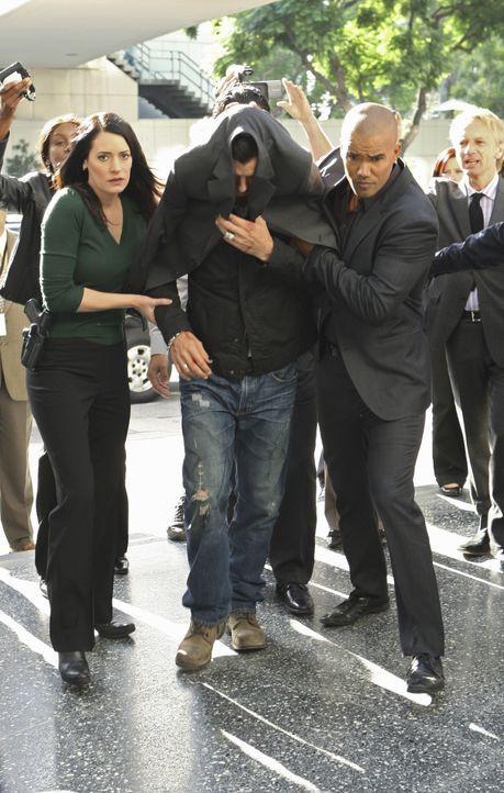 Rockstar Dante (Gavin Rossdale, M.) gilt als Verdächtiger in einer Mordserie in Los Angeles. Noch bevor er von Prentiss (Paget Brewster, l.) und Mor... - Bildquelle: Monty Brinton 2009 ABC Studios. All rights reserved. / Monty Brinton