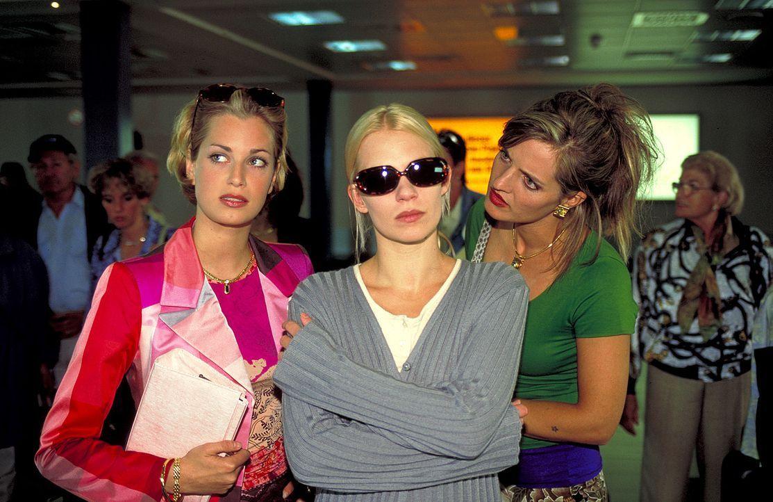 Eva (Tina Bordhin, l.), Cora (Maria Schuster, r.) und Kristina (Theresa Hübchen, M.) geraten die Machenschaften gnadenloser Mädchenhändler ... - Bildquelle: Wolfgang Jahnke ProSieben