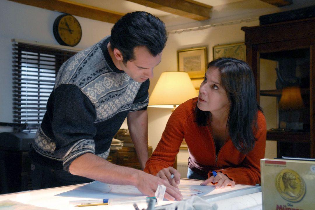 Petersens Institutsmitarbeiter Henning (Martin Rapold, l.) stellt Jana (Désirée Nosbusch, r.) zur Rede, warum sie vor ihm Geheimnisse hat. - Bildquelle: Susanne Dittmann Sat.1