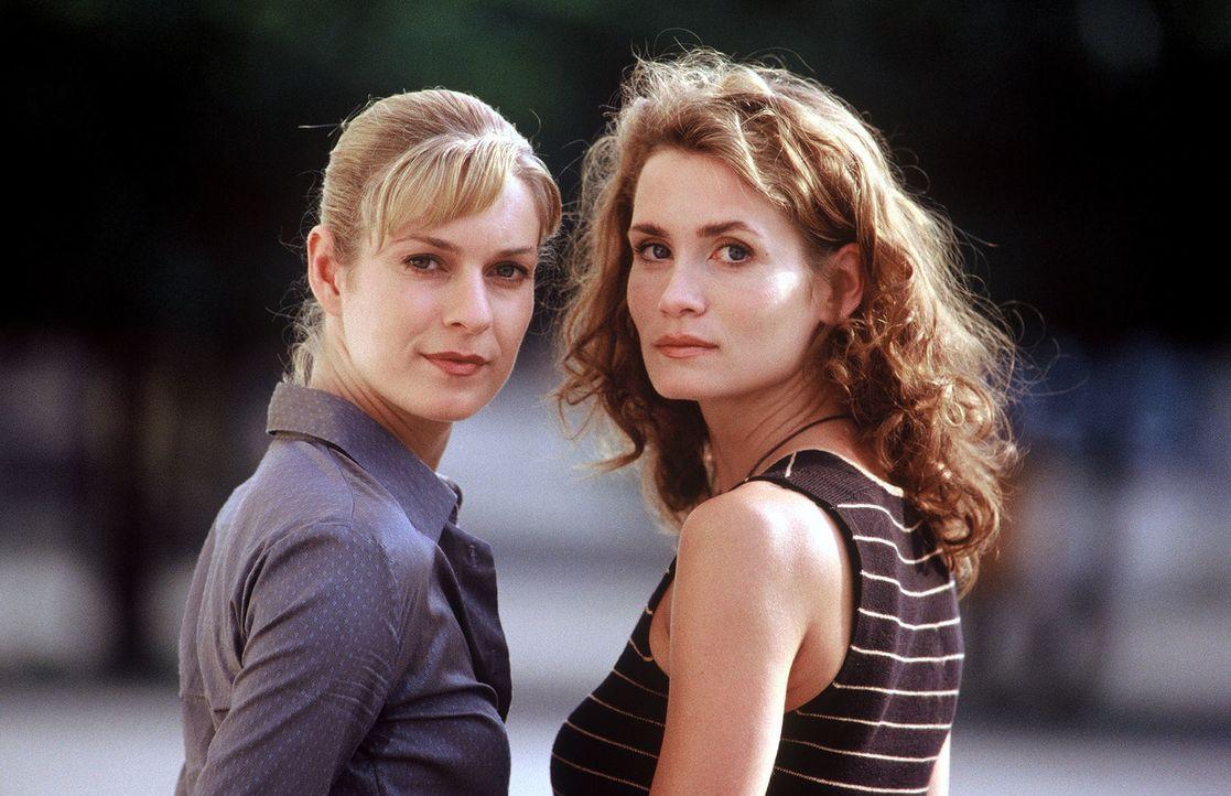 Susanna Beckert (Lisa Martinek, l.) und Gerit Raische (Anja Kling, r.) haben es mit einem grausamen Feuerteufel zu tun. - Bildquelle: Wolfgang Wehner Sat.1