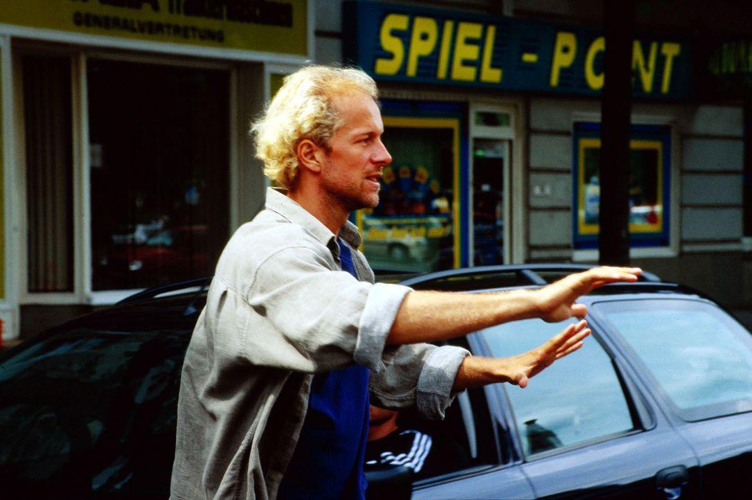 V-Mann Daniel Rottländer (Jochen Horst) wurde nach seiner Enttarnung geblendet. - Bildquelle: Ebling Sat.1