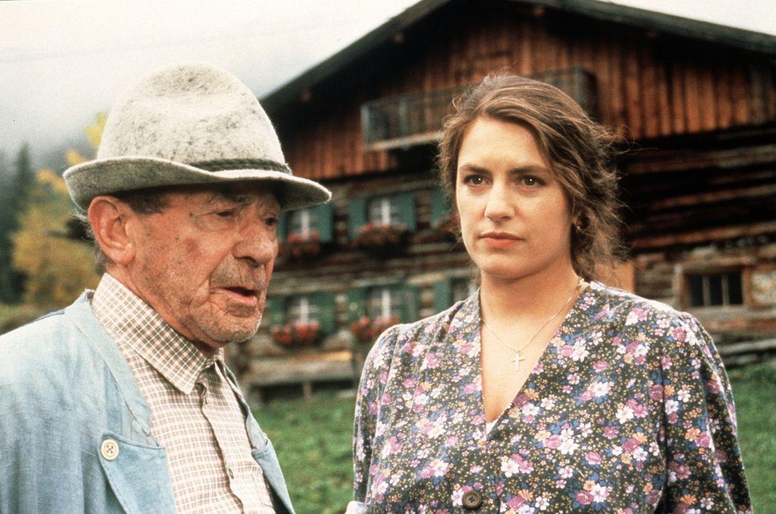 Bauer Jackl (Ludwig Wühr, l.); Liesi (Christine Neubauer, r.) - Bildquelle: Beta Film GmbH