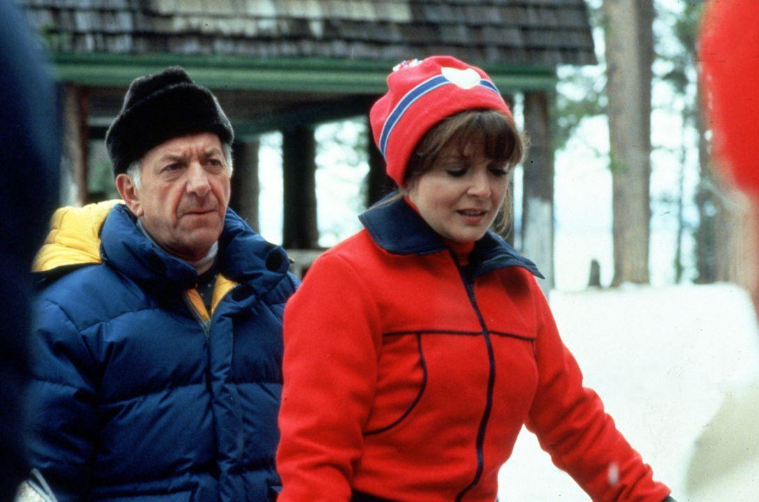 Die Flitterwochen von Dr. Emily Hanover (Anita Gillette, r.) und Quincy (Jack Klugman, l.) verlaufen anders als geplant ... - Bildquelle: Universal Pictures