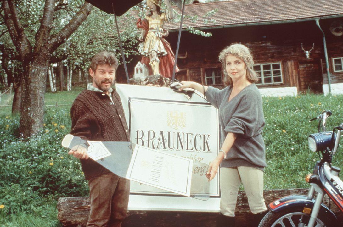 Rufus (Werner Asam, l.);  Gräfin Alexandra von Brauneck (Michaela May, r.) - Bildquelle: Beta Film GmbH