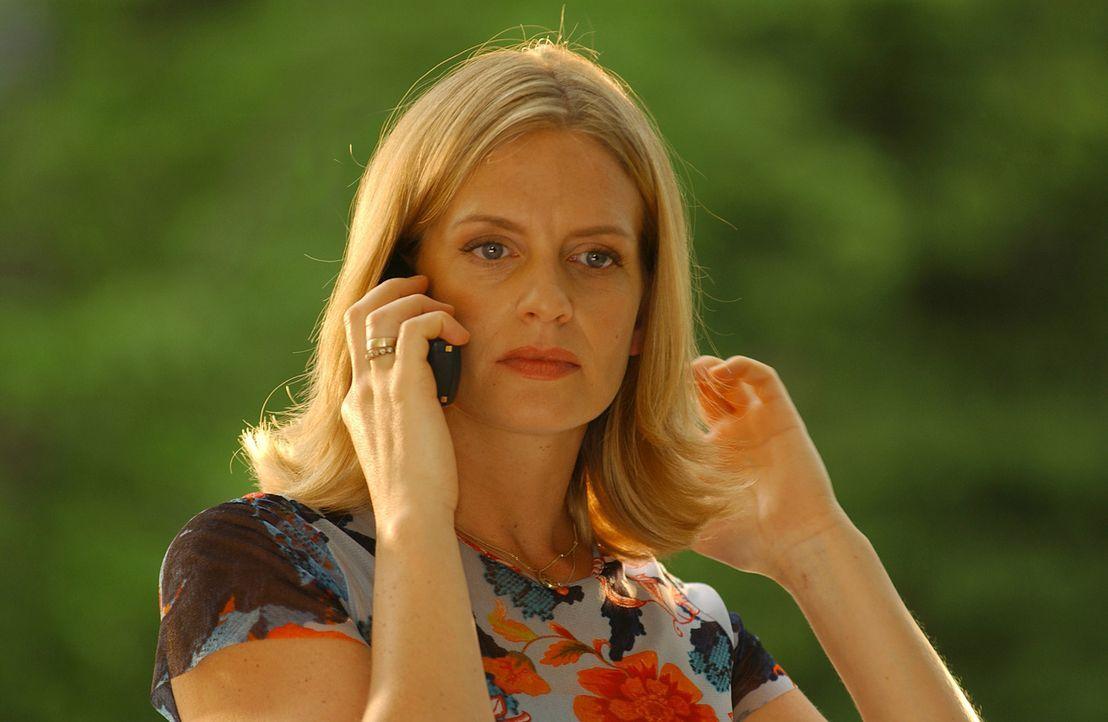 Als die zweifache Mutter Julie Kant (Gunda Ebert) erfährt, dass Noch-Ehemann Tom ihr Haus und Hof wegnehmen möchte, lässt sie sich zu einer folgensc... - Bildquelle: Elke Werner ProSieben