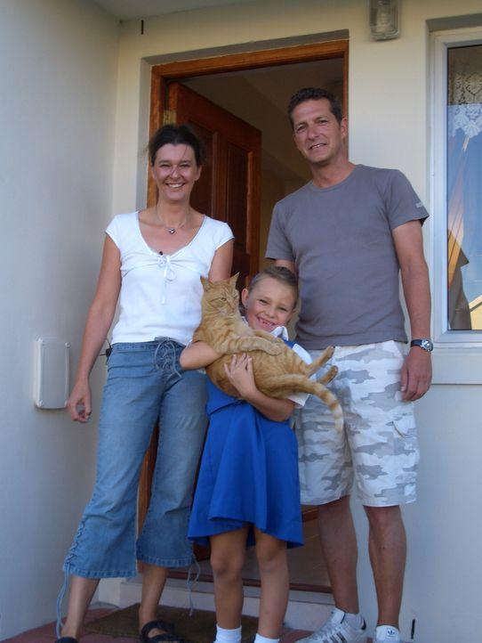 Vor einem halben Jahr haben die Freunde Olaf (39) und Kati (36) Pfeifer und Wolfgang (54) und Ines (40) Giese ihrer Thüringer Heimat den Rücken geke... - Bildquelle: kabel eins