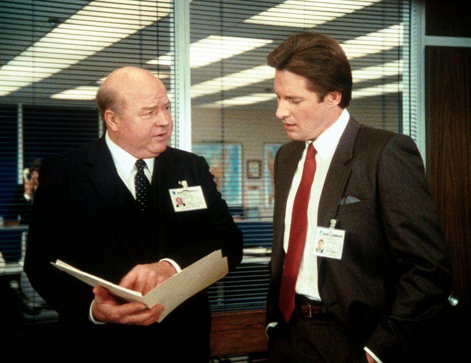 Immer mehr Beweismaterial taucht auf, welches Amanda als Doppelagentin belastet. Lee (Bruce Boxleitner, r.) gelingt es nicht, Larner (Dana Elcar, l....