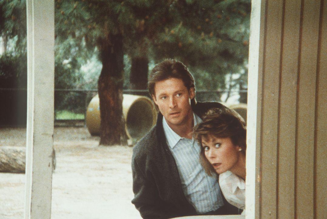 Lee (Bruce Boxleitner, l.) und Amanda (Kate Jackson, r.) verfolgen den Terroristen Steven Sallee, der eigentlich tot sein sollte ...