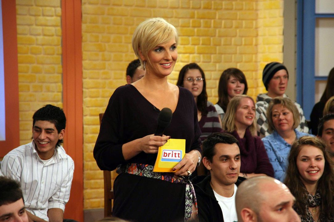 """Mit viel Charme moderiert Britt Hagedorn ihre erfolgreiche Talkshow """"Britt"""". - Bildquelle: Max Moos Sat.1"""