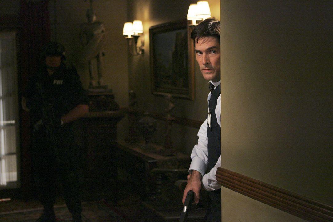 Ist dem Entführer auf der Spur: Hotch (Thomas Gibson)  ... - Bildquelle: Cliff Lipson 2006 Touchstone Television. All rights reserved. NO ARCHIVE. NO RESALE.