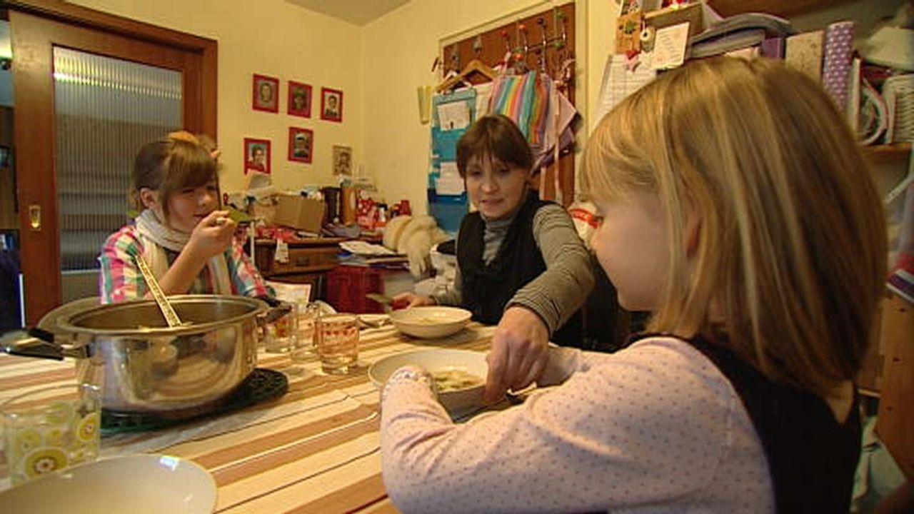 Sie wohnen ohne zu zahlen: Familie W. ist bekennender Mietpreller ... - Bildquelle: SAT.1