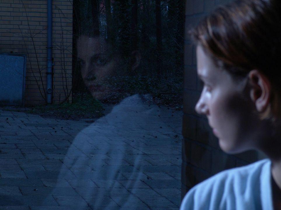 Andrea (Maria Zielcke) hat Angst vor der anstehenden Brustoperation. - Bildquelle: Volker Roloff Sat.1