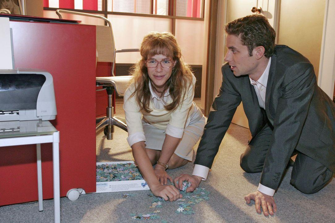 Lisa (Alexandra Neldel, l.) stellt fest, dass Max (Alexander Sternberg, r.) und sie offenbar einige Gemeinsamkeiten haben ... (Dieses Foto von Alexa... - Bildquelle: Noreen Flynn Sat.1