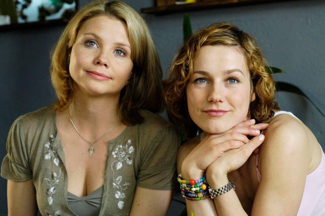 Freundinnen in guten und schlechten Zeiten: Minza (Annette Frier, l.) und Valerie (Rhea Harder, r.) ... - Bildquelle: Marco Nagel ProSieben