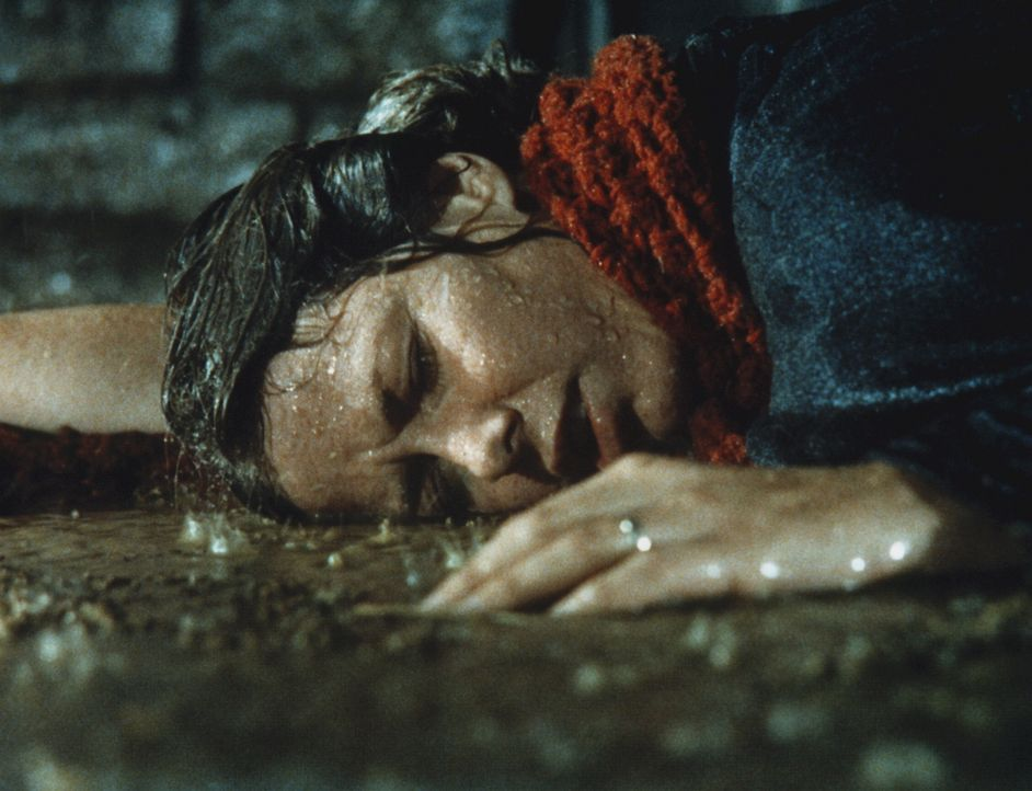 Bei einem Unwetter gerät Caroline Ingalls (Karen Grassle) in eine lebensbedrohliche Situation. - Bildquelle: Worldvision