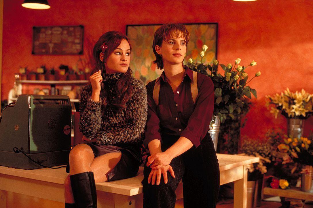 Valeries (Julia Jäger, r.) Traum von einer romantischen Hochzeit in Weiß kann Bea (Dorkas Kiefer, l.) überhaupt nicht nachvollziehen. Sie hat jeglic... - Bildquelle: ProSieben